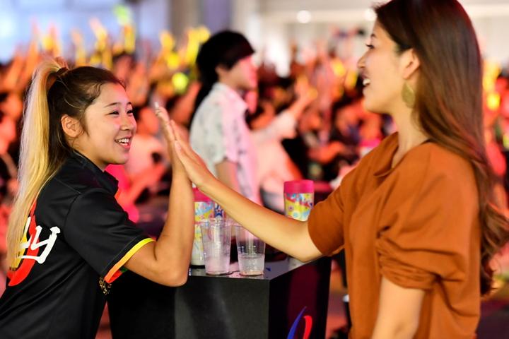 ダーツのフェス「日本ダーツ祭り」にはイケてるダーツ女子がいっぱいいた!